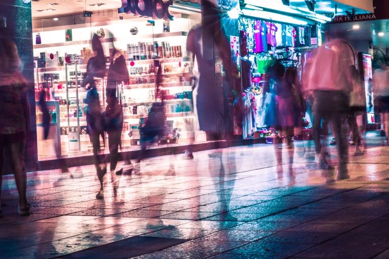 Spanien, Coasta Brava: Nightlife an der Strandpromenade